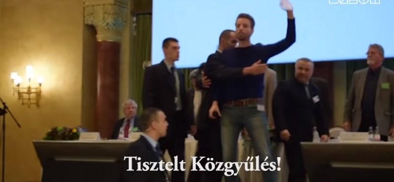 Lökdösődés, zsidózás, kivezetés - videó az MMA-botrányról