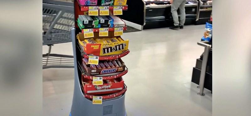 Videó: Guruló csokispolccal ejti csapdába a vásárlókat egy amerikai bolt