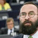 Szájer József megválik a diplomata-útlevelétől