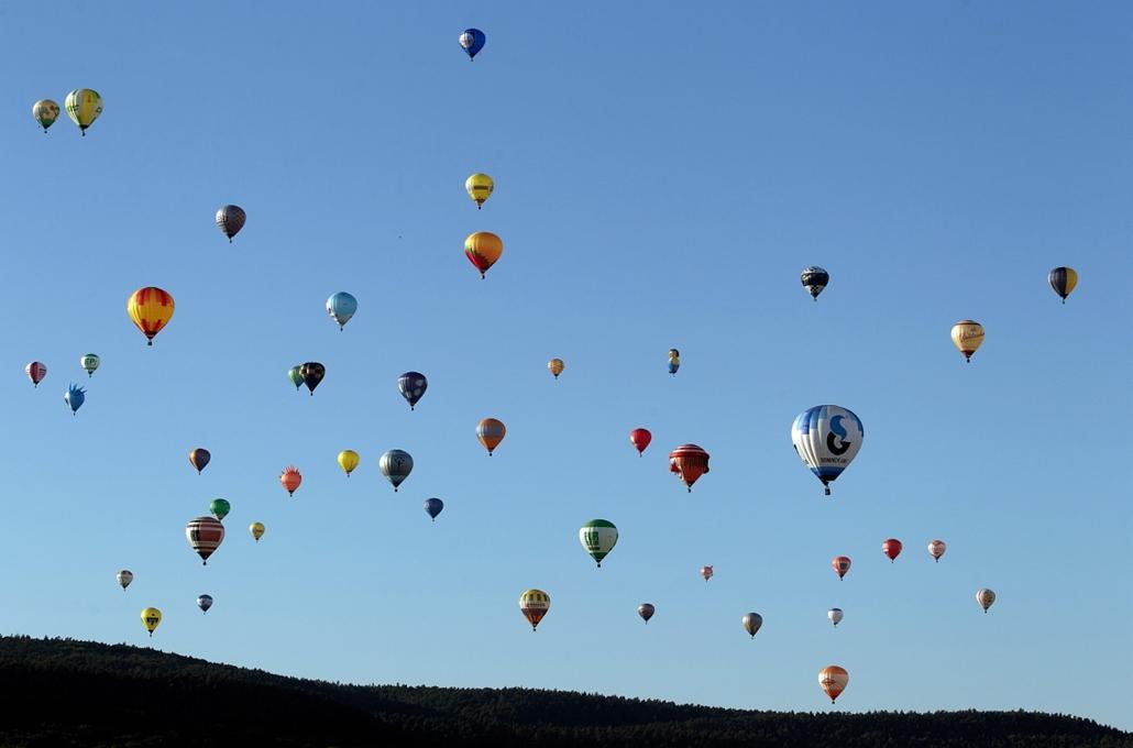 2012. augusztus 18. - Foehren, Németország: több mint hetven hőlégballon szárnyalt Rheinland-Pfalz legnagyobb hőlégballon  találkozján, a Mosel-Balloon-Fiesta rendezvényén. - évsportképei