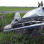 Fotók: A motor és az autó is összetört a reggeli balesetben, a motoros meghalt