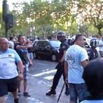 Brutális rendőri fellépés a Real-City előtt - videó