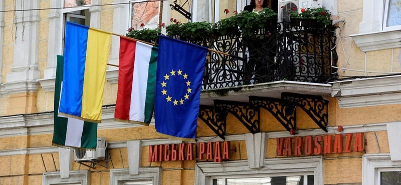 A kettős állampolgár ukrajnai magyaroknak üzent a Szijjártót orosz kémnek nevező honlap