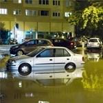 Özönvíz Óbudán: félméteres vízben álltak éjjel az autók - fotók