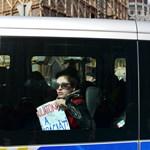 Schmuck kifizetné a hétfőn elvitt diákok büntetését