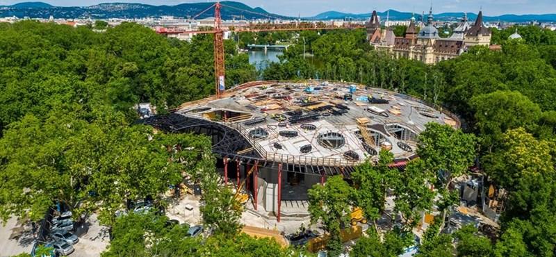 Elkészült lebegő lukas palacsinta: szerkezetkész a Magyar Zene Háza