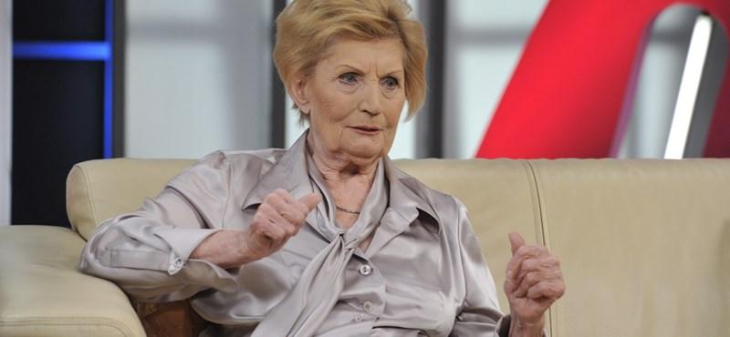 Megható videóban köszöntötték a 90 éves Máthé Erzsit az SZFE hallgatói