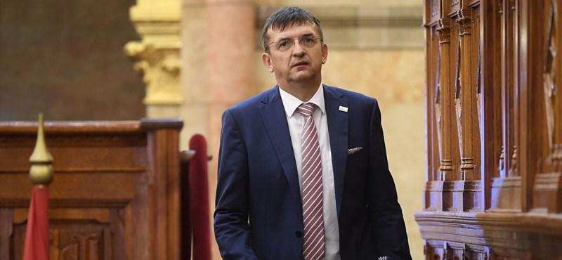 Az ÁSZ Brüsszel körmére nézett, és megvédi a magyarokat a vacak jelentésektől
