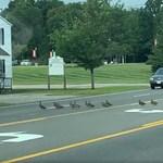 Mint egy rendes óvodáscsoport úgy kelt át 30 kacsa az úttesten – videó