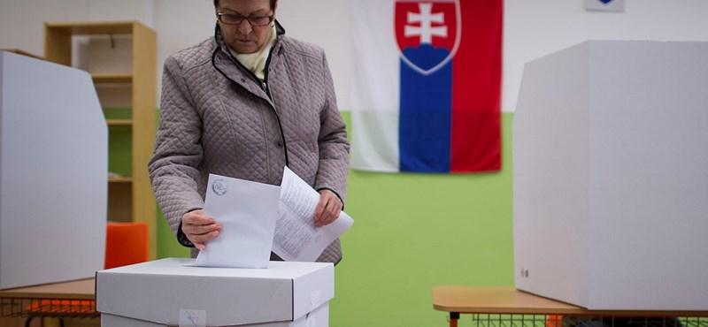 Halálesetek miatt később zárnak a választóhelyiségek Szlovákiában