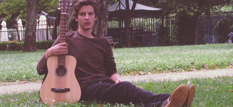 Fideszes városban nem énekelhet politikagyanús dalokat a helyi fiatal zenész?