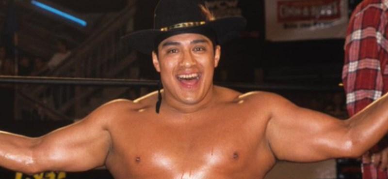 A ring közepén, rajongói szeme láttára halt meg az ismert pankrátor