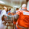 A kórház bejárata melletti óriástáblán keres műtőssegédet, szakápolót és kazánfűtőt a Péterfy kórház