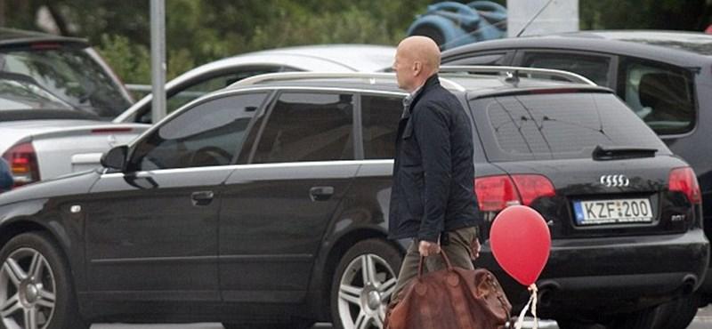 Még több fotó Bruce Willisről a Hősök terén
