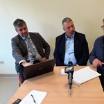 Simonka György meghekkelte Hadházy Ákos orosházi sajtótájékoztatóját
