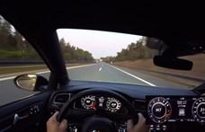 Az Autobahnon sem sok VW Golf rohangál 319 km/h-s tempóval – videó