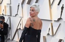 Videó: Lady Gaga leesett a színpadról