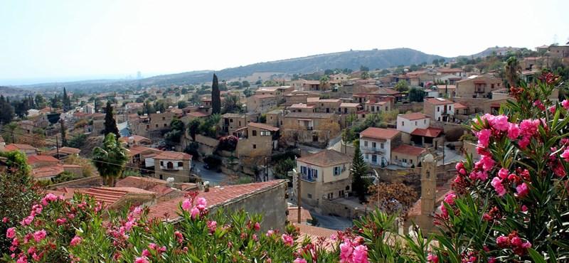 Évszázados rekord: már most 44 fokos hőség perzseli Ciprust