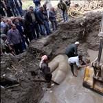 Igazi szenzáció is lehet a kairói talajvízből kihúzott szobor - videó