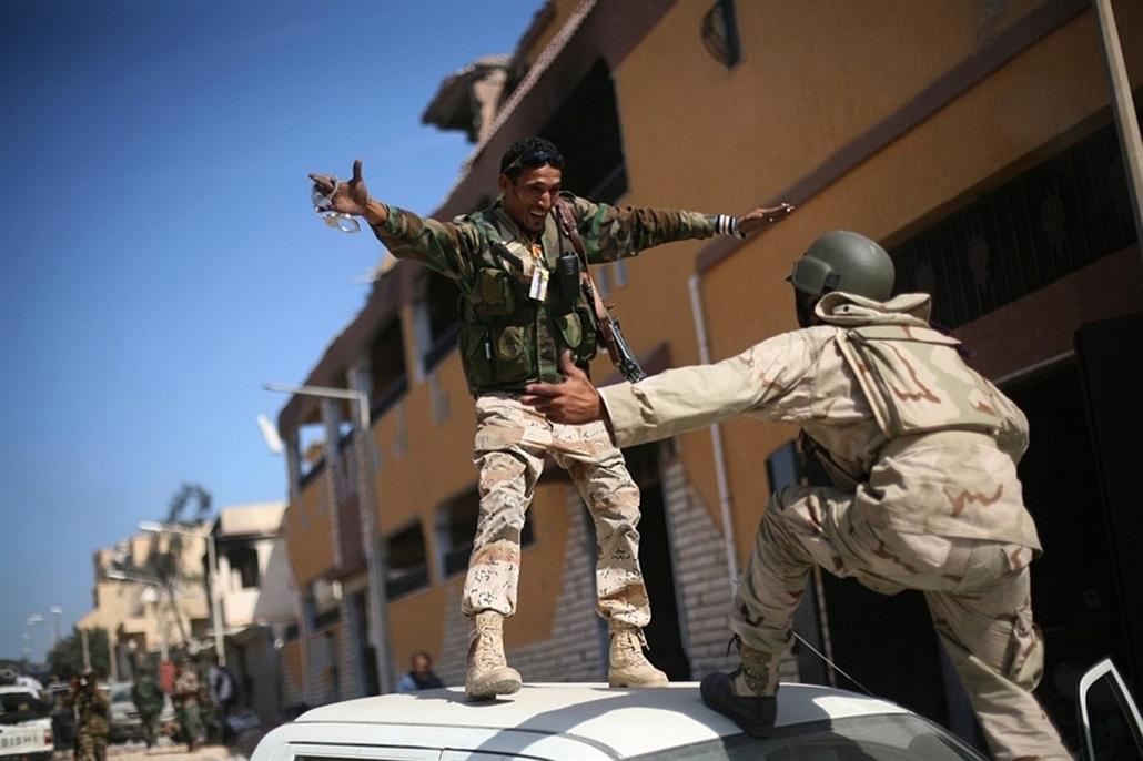 Év legvidámabb 2011 - nagyítás-fotógaléria - Líbia - Kadhafi halála