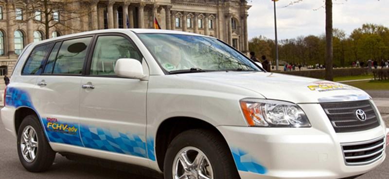 Teszt: vízzel működő Toyotát vezettünk