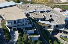 Nem engedik be a tb-kártyás betegeket Mészáros Lőrinc gyógyfürdőjébe