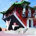 Fotó: Imádják a turisták a fejreállított házat
