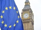 Egy Boris Johnsonnak öltözött klímaaktivista felmászott a Big Benre