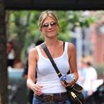 Jennifer Aniston villantott