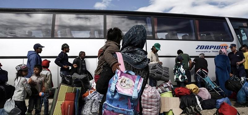 Görögország beiskolázza a menekült gyerekeket