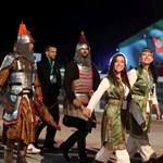 Orbán megmutatta, hogyan köszöntötték a Nomád Világjátékokon – videó