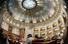 Leváltotta a közszolgálati televízió és rádió vezetőségét a román parlament