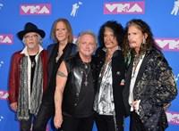 Még egy évvel elhalasztották az Aerosmith budapesti koncertjét