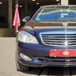 Vajon mit szólna a VÉDA a királyi Mercedes rendszámtáblájához?