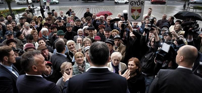 Orbánt ujjongó nyugdíjasok fogadták Győrben – videó