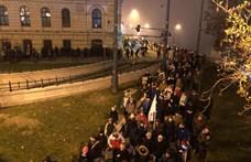 Blokkolták a tüntetők a Lánchidat