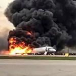 A videózás és a tárolók nyitogatása is akadályozta az orosz gép evakuálását