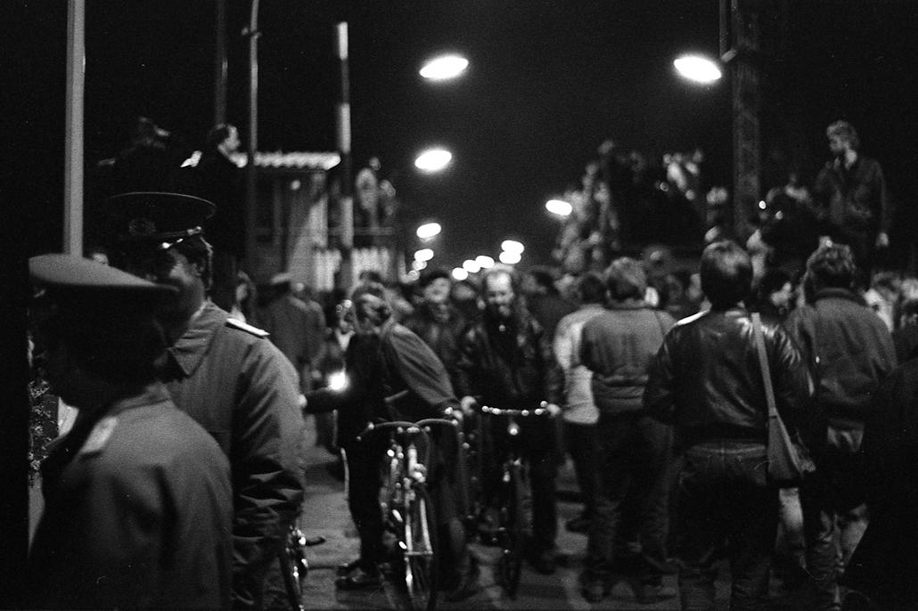 e. A berlini fal leomlása 1989.