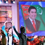 Keleti partnerünk, Türkmenisztán szobrot emelt saját elnökének