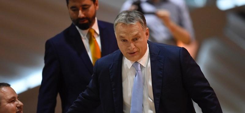 Orbán megígérte, hogy megvédi az országot a mumustól