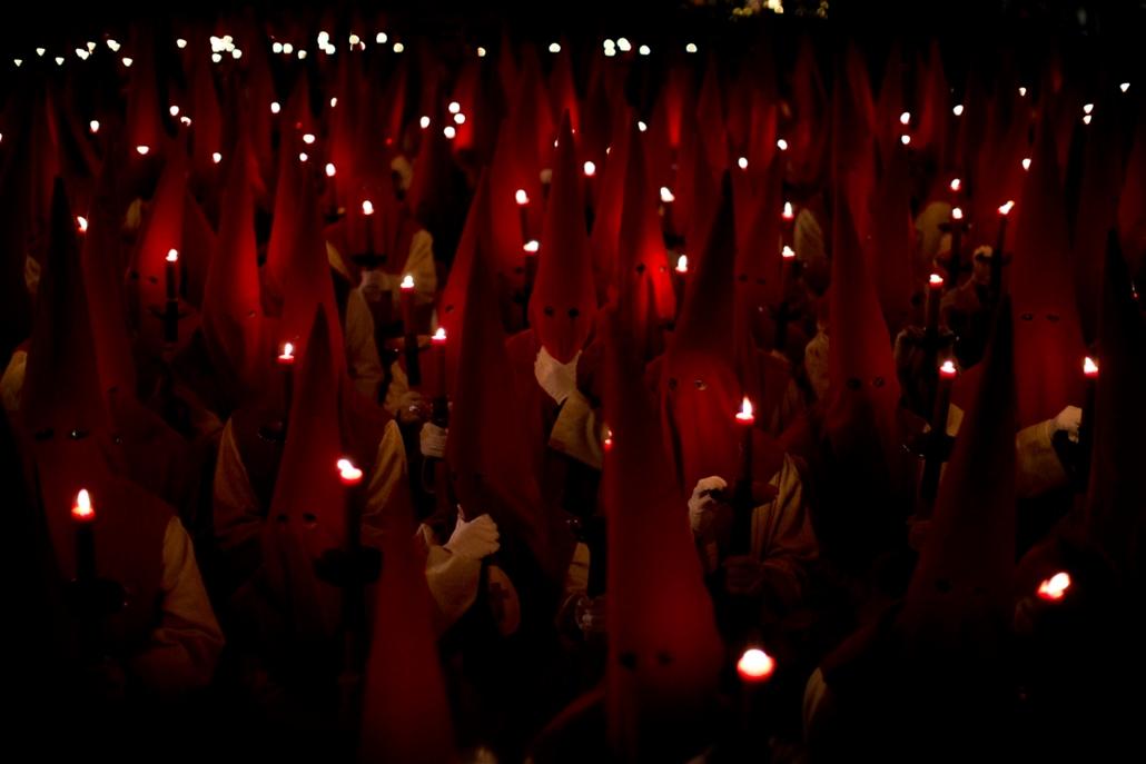 hét képei - !!! AP ápr.3-ig !!! - A Procesion del Silencio testvériség vezeklői nagyheti körmeneten vesznek részt az északnyugat-spanyolországi Zamorában nagycsütörtökön, 2016. március 24-én.
