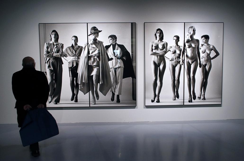 Helmut Newton reklámfotós képeiből nyílt kiállítás Budapesten 2013. április 2.