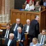 Orbán humora: utcára tette a jogállamot, majd betiltotta a hajléktalanságot