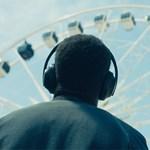 Utódja érkezett a népszerű utazós fejhallgatónak, ami erőből szűri a külső zajokat