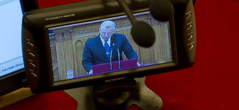 Blikk: Schmitt nem vallotta be albérlőit