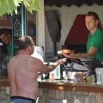 Havi egymilliót is kínálnak egy szakácsnak a Balatonnál