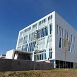 Repedezik a hétmilliárdos kutatóközpont Pécsen