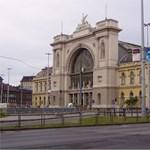 Videó: felavatták az Állandóság Sétányt a Keleti pályaudvarnál