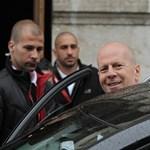 Fotók: Bruce Willis már tényleg köztünk jár