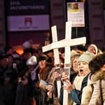 Inzultálták a HVG publicistáját a Niedermüller elleni tüntetésen